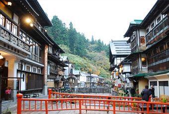 日本東北銀山溫泉街