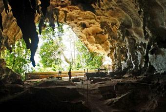 巴拉望塔博洞穴