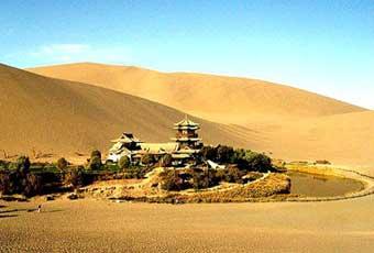 新疆鳴沙山和月牙泉