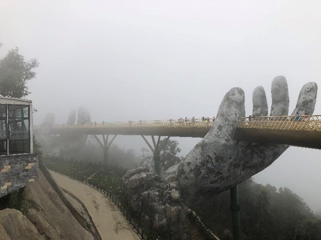 有機會還可以選擇在山上飯店住一晚,另外也有幻想樂園可以帶小朋友去體驗樂園