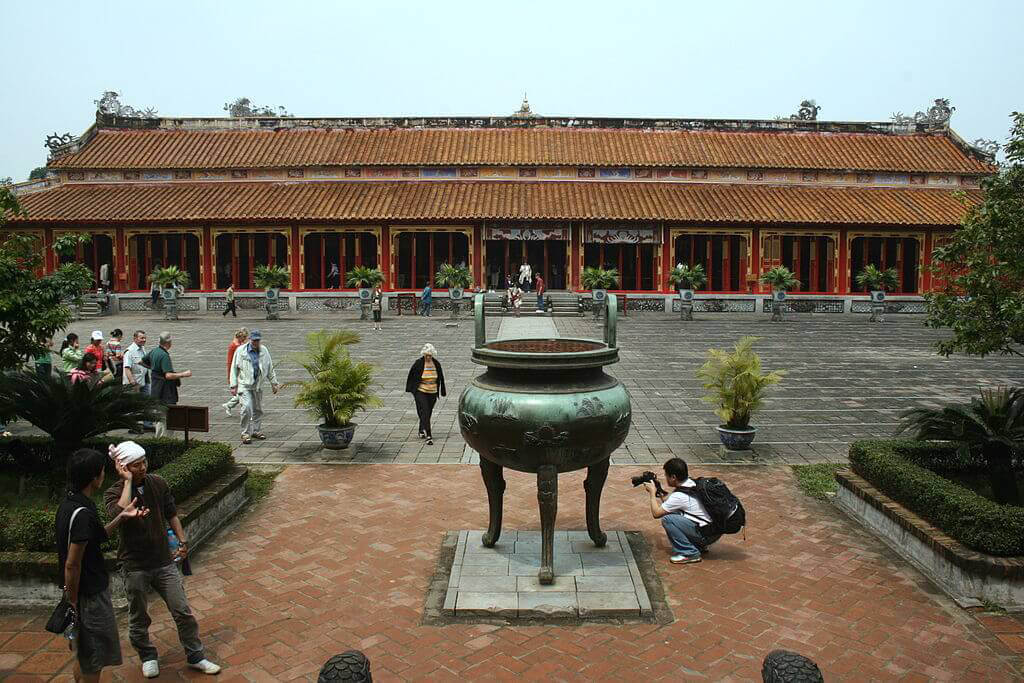 順化皇城遊玩後可以順路到啟定陵參觀越南末代皇帝的陵墓