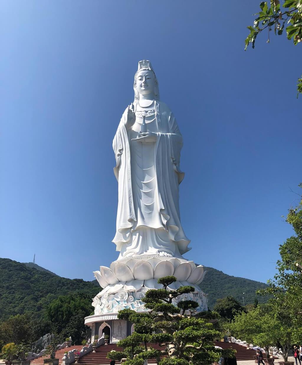 山茶半島上有一座知名的靈應寺