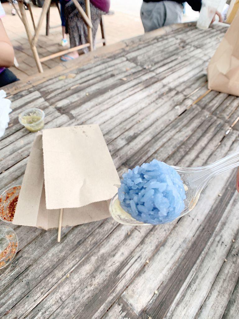 泰國清邁jingjaimarket道地傳統小吃-蝶豆花糯米飯