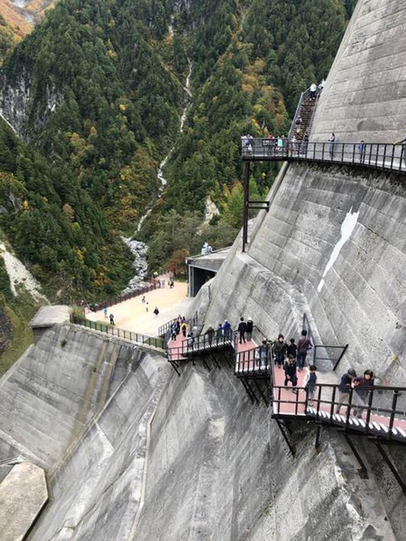 黑部立山(立山黑部)大壩步道可往上也可往下