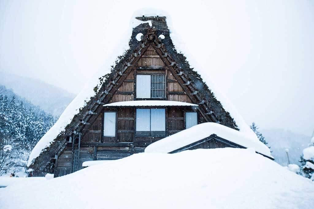 在合掌村冬天體驗合掌造民宿的浪漫