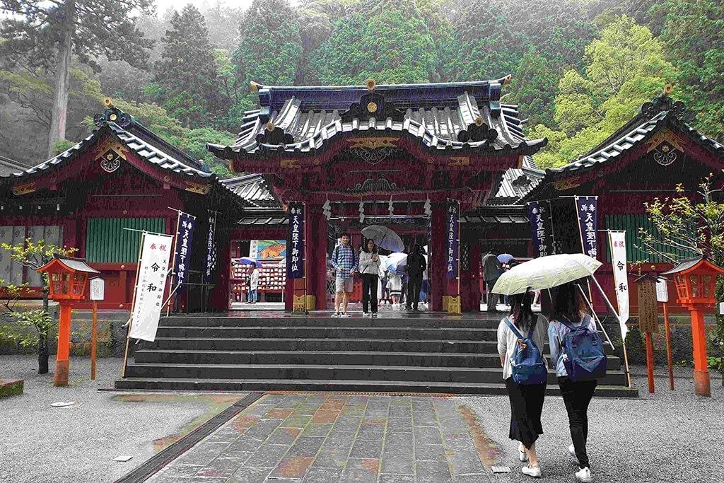 一起到箱根神社旅遊吧