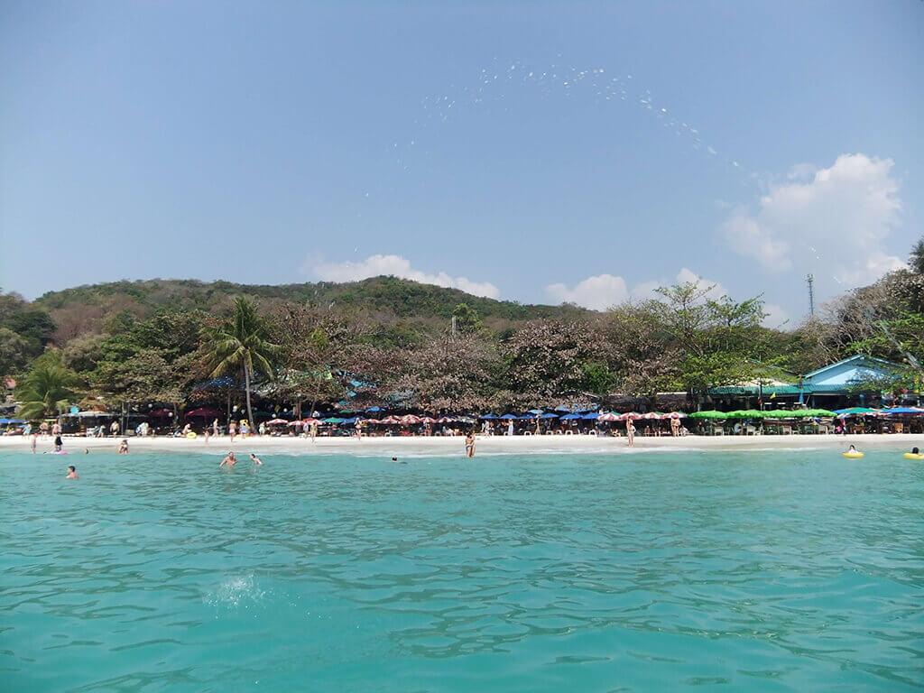 白淨的沙灘與蔚藍的海水,這就是沙美島的魅力