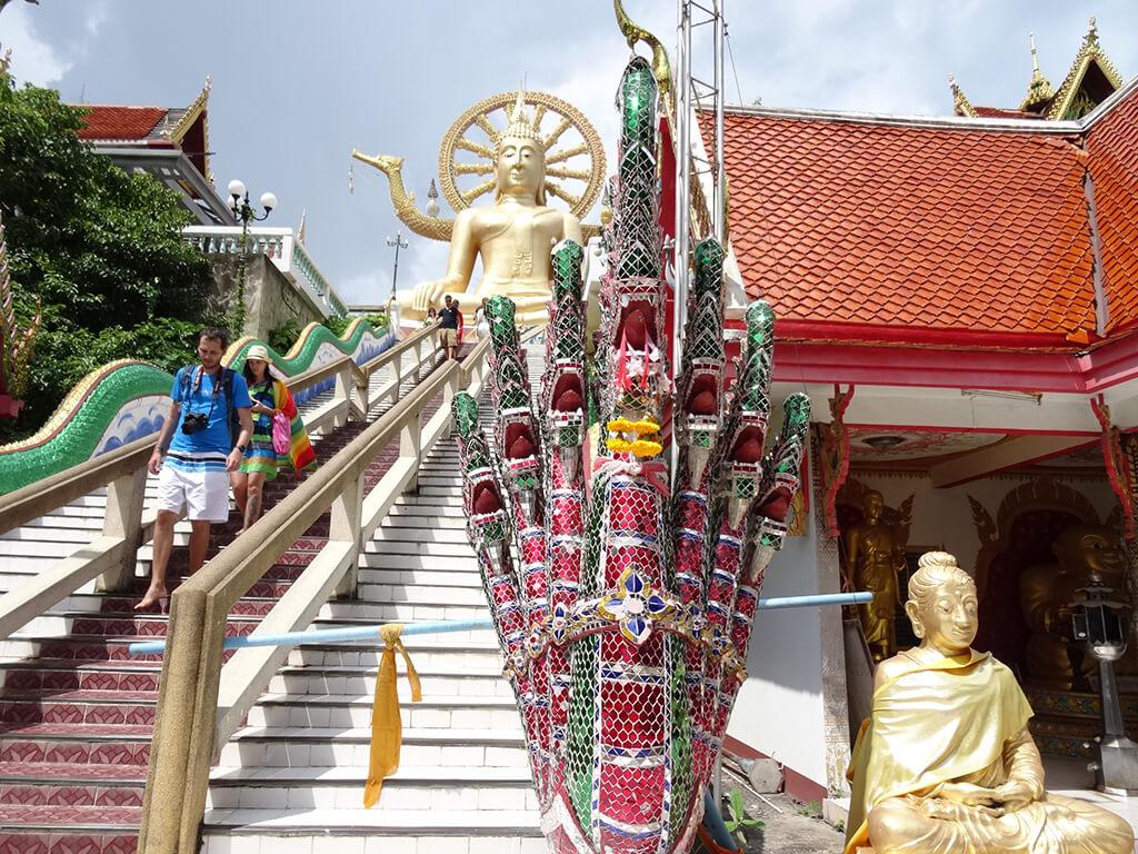 走進大佛寺,在門口會先看到兩尊門神