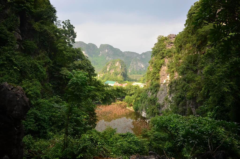 北越寧平碧洞古廟